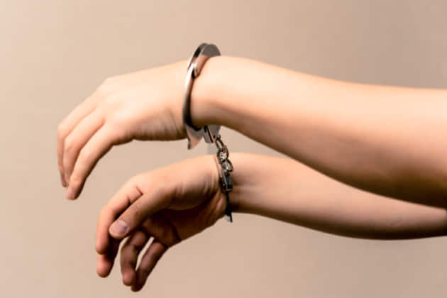 【弁護士が解説】DVと刑期の関係、DV(傷害・暴行)は懲役何年になる?