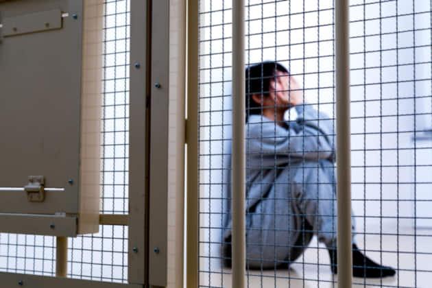 【交通事故】死亡事故で加害者になった…交通刑務所に入る可能性は?