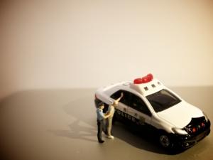 【盗撮】逮捕後の流れ|逮捕されない書類送検と逮捕された場合のちがいとは