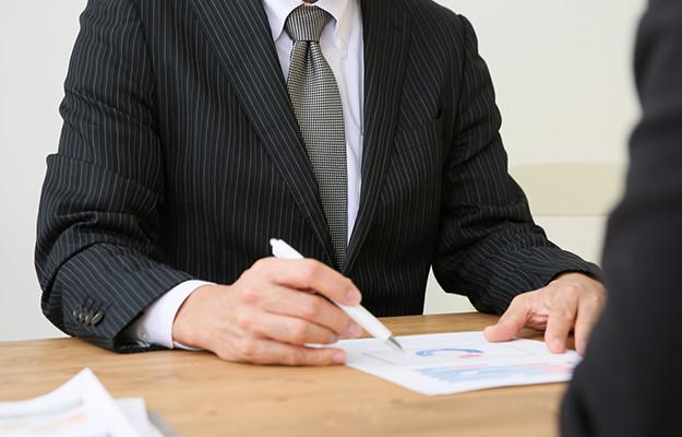 ①弁護士費用の妥当性について弁護士に説明を求める。