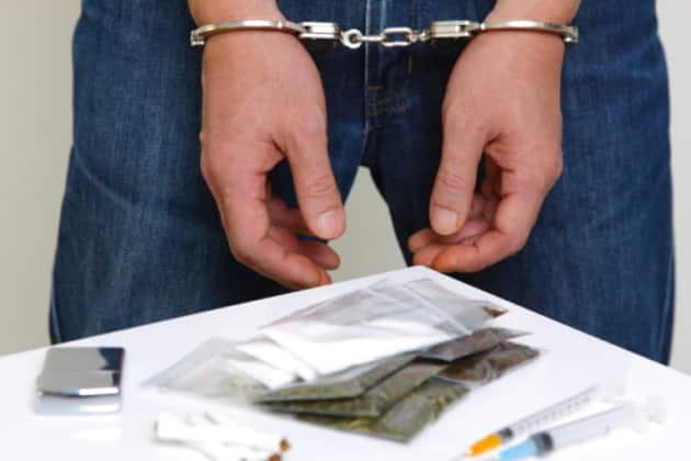 【大麻】逮捕の理由をニュースから読む|逮捕の流れを弁護士とチェック