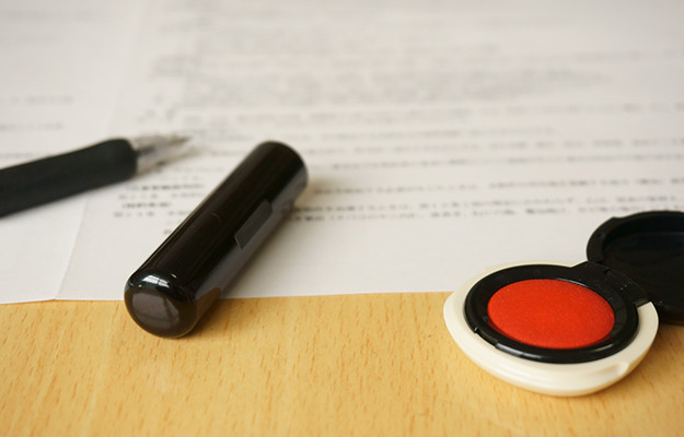 ②弁護士費用の基準が明記された契約書を作成する。